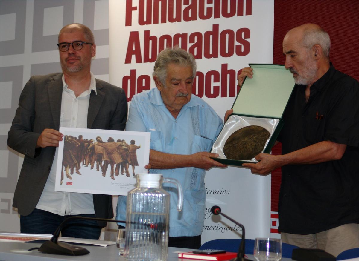 Mujica interviene en la rueda de prensa
